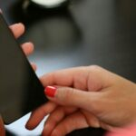 Warum Sie keine öffentlichen Ladestationen benutzen sollten für Ihr Smartphone